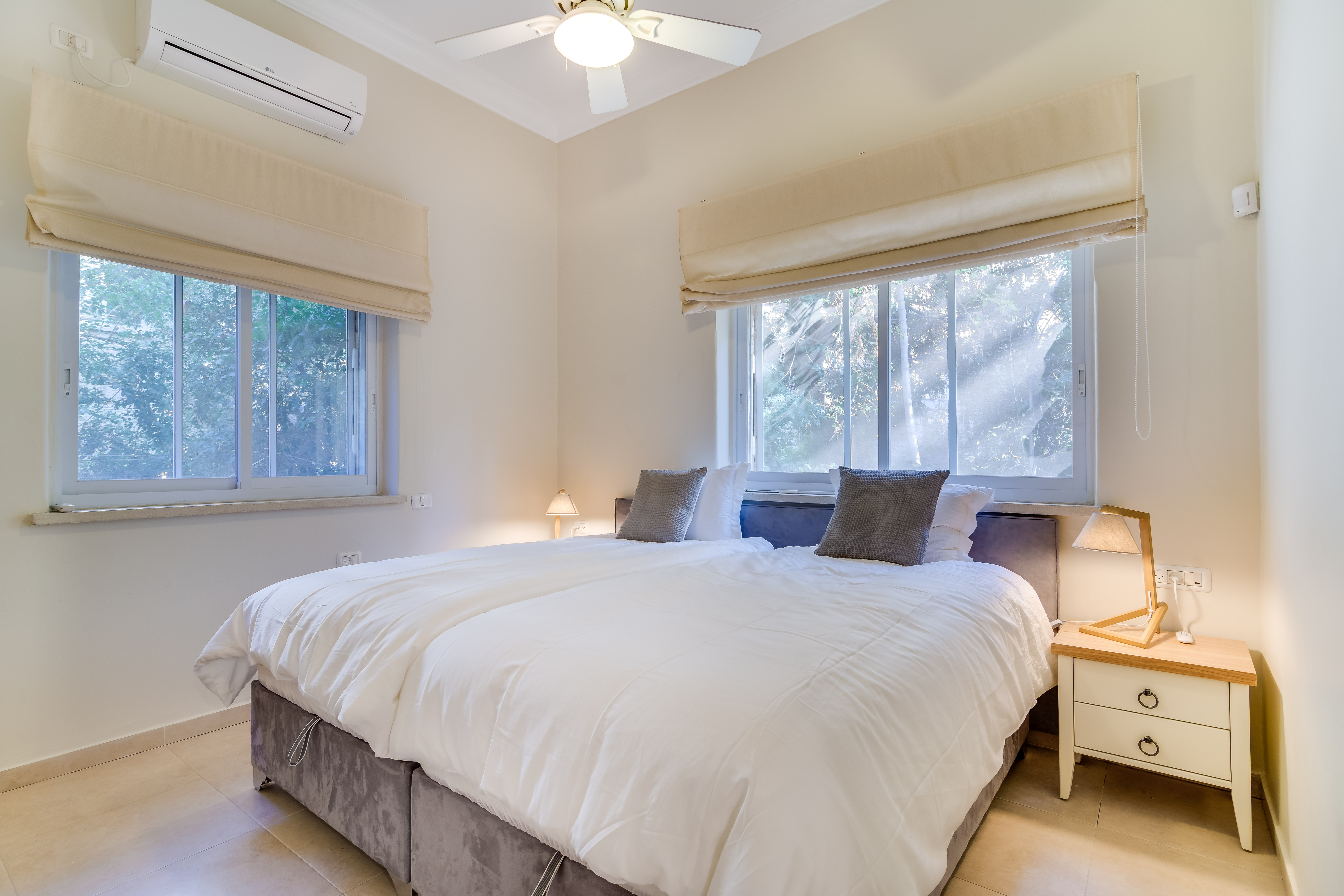 Master Bedroom with 2 Twin Sized VERY comfortable beds!